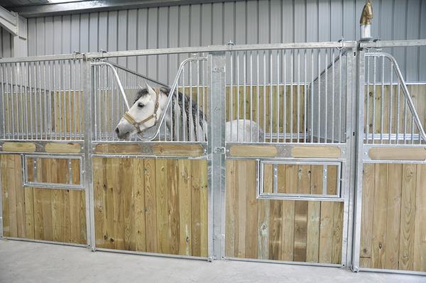 Quipements chevaux sarl lagarde mat riel d 39 levage - Porte de box pour chevaux a vendre ...